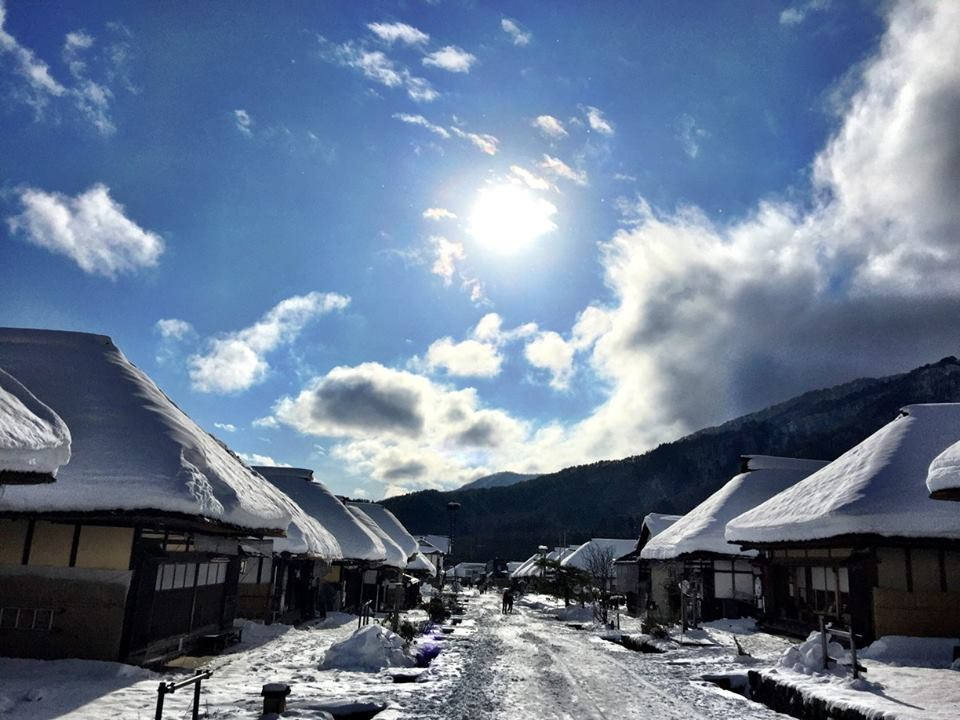 Kayabukiyane to Fuyuzora (Thatched roofs and winter sky)
