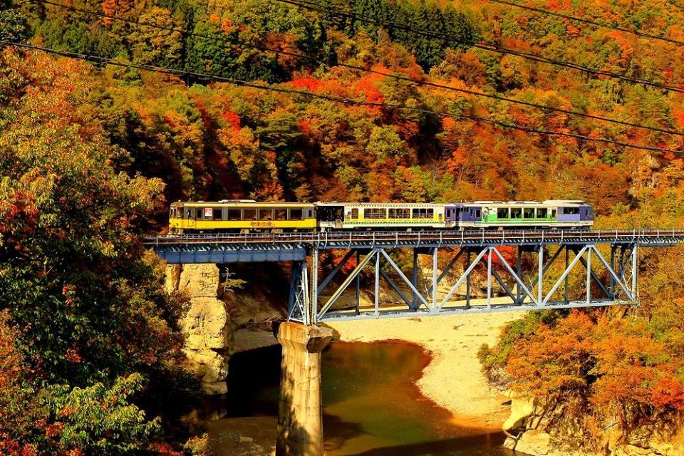Aki no Aizu Tetsudo (Aizu Railway)