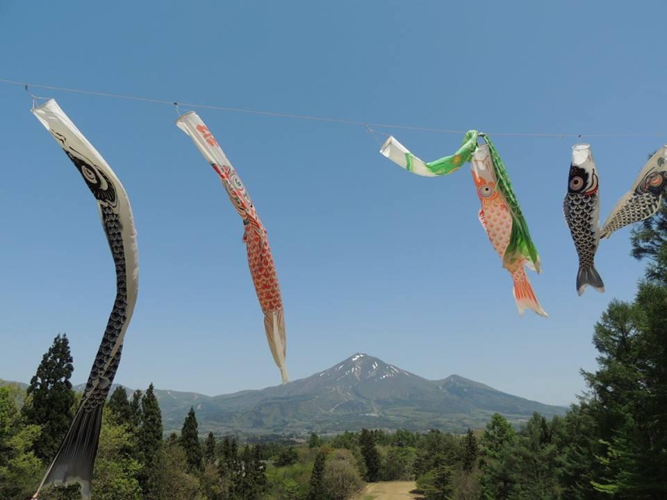 Koinobori to Bandaisan (Carp streamer and Mt.Bandaisan)