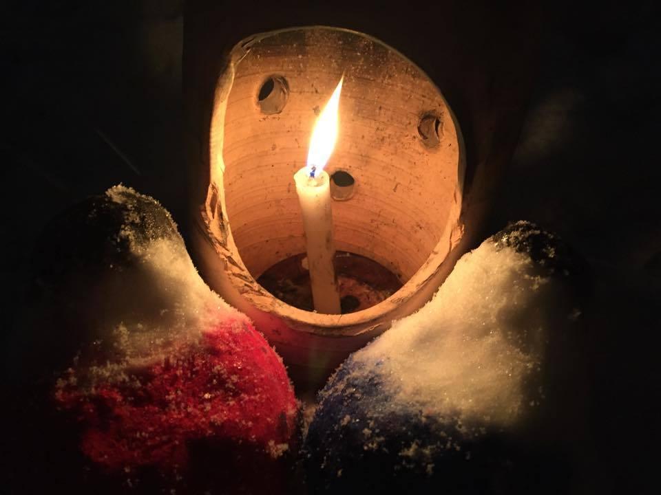 Erousoku no Hikari ni Tsutsumarete (Sorrounded by the Light of the Aizu Candle)